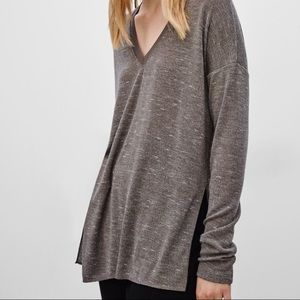 Wilfred heathered brown white vneck Sherbrooke top
